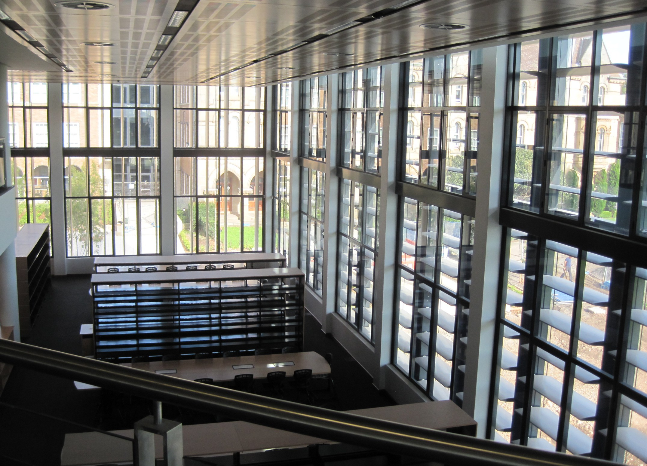 Inner Curtain Wall : Remote controlled sunshades visible inside the curtain